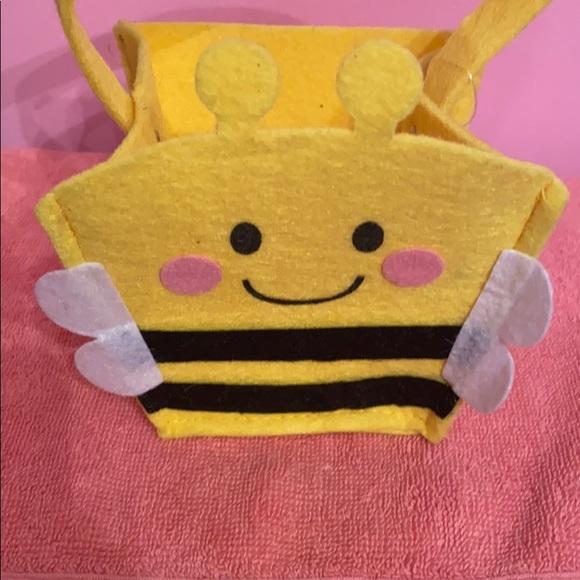 Bee felt baskets